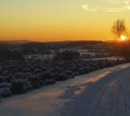 Winterlicher Sonnenuntergang direkt am Hof